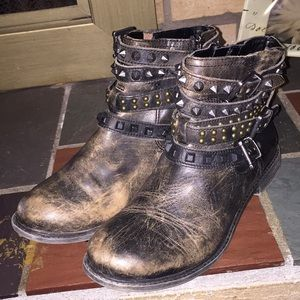 Gianni Bini Distressed Stud Ankle Boots Size 7